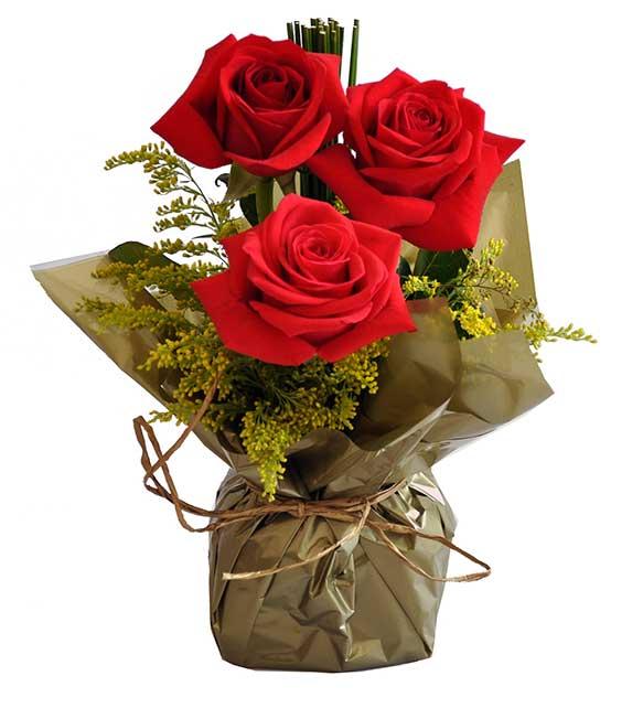 Lindo Arranjo com 3 belíssimas Rosas